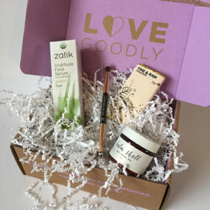 Love Goodly box with beauty products